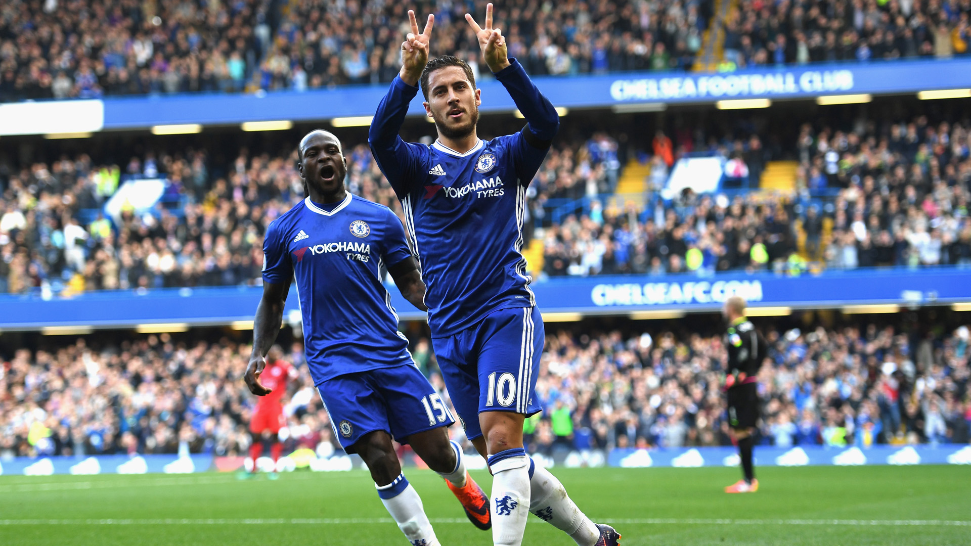 LONDON, ENGLAND - OCTOBER 15: Eden Hazard of Chelsea celebrates scoring his sides second goal during the Premier League match between Chelsea and Leicester City at Stamford Bridge on October 15, 2016 in London, England.  (Photo by Shaun Botterill/Getty Images)
